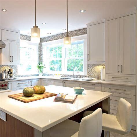 cuisine contemporaine blanche cuisine contemporaine blanche en merisier et ilot en noyer