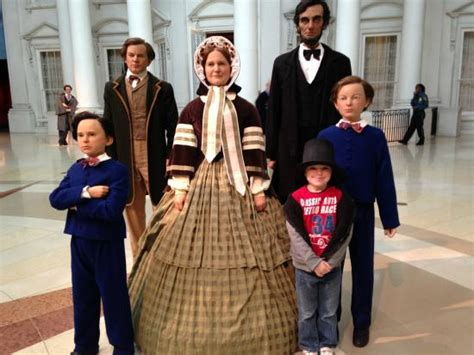 family lincoln the lincoln family statues in the plaza picture of