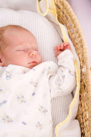 baby schlafen legen die besten 25 erstes baby ideen auf kleinkind