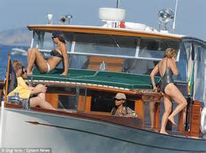Jfk Cabinet Kerry Kennedy And Daughter Mariah Cuomo Soak Up The Sun On