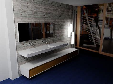 corian zwart corian wastafel de eerste kamer badkamers met karakter