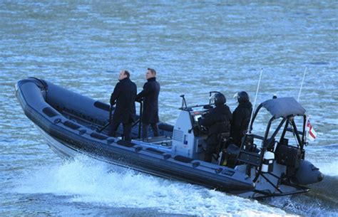 thames river cruise james bond ultimate guide to spectre bond 24 products and locations