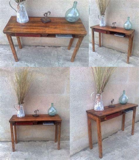 altholz tisch tisch aus einer palette und altholz der tisch hat eine