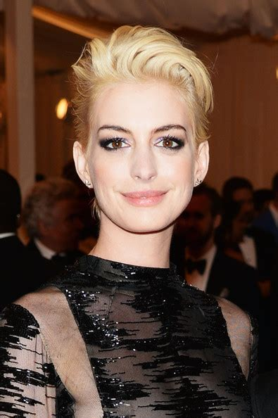 new york city hairstyles anne hathaway short straight cut short hairstyles