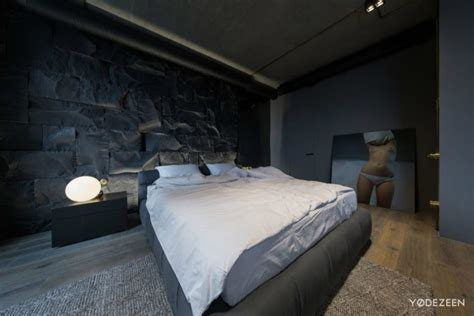 Tiang Kaki Lu Studia Light Stand Lu apartment in kiev maximizes space with reflective