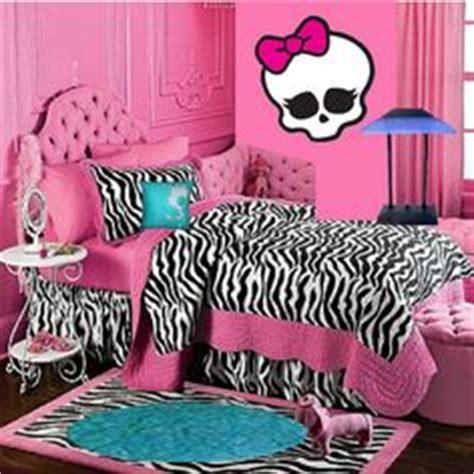 freaky bedroom ideas monster high on pinterest monster high dolls monster