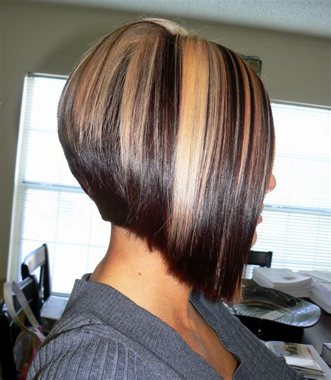 short hairstyles with chunky color foils coupe carre plongeant