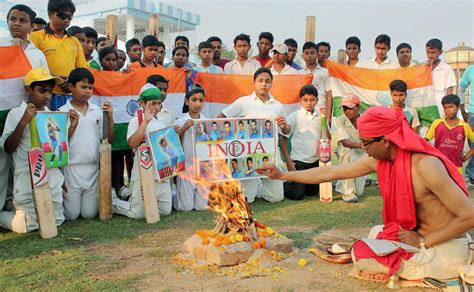 Cricket Mania Gripping India Essay by Cricket Mania Takes Across The Nation Pray For Team India S Victory