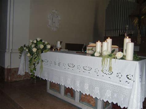 fiori altare matrimonio pi 249 di 25 fantastiche idee su matrimonio con bianche