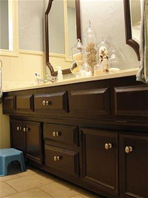 spray paint bathroom cabinets best 25 spray paint cabinets ideas on pinterest diy