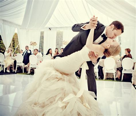 Top 20 Short First Dance Songs to Celebrate Your Wedding