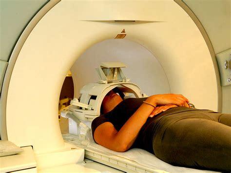 risonanza magnetica con contrasto alla testa sperimentazione per la nuova cura cancro