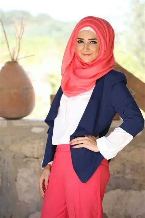 Maxi Maharanibelt hijabs fashion inspiration and skirts on