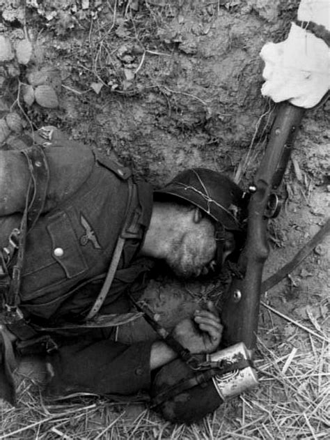 photographing the fallen a war photographer on the 80 best images about wwii infantry on soldiers