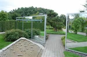 miroir de jardin comment l utiliser pour une d 233 co originale