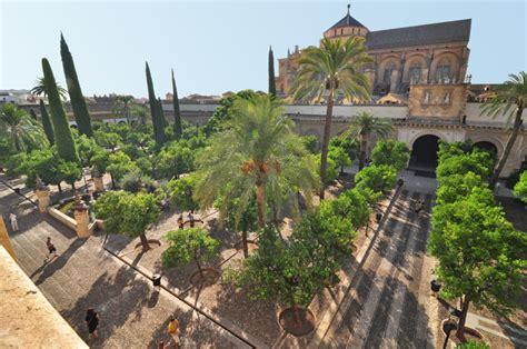 entrada mezquita de cordoba la catedral mezquita de c 243 rdoba ii el patio de los