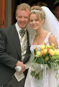 who is amanda holden married to les dennis tells how coronation and a third