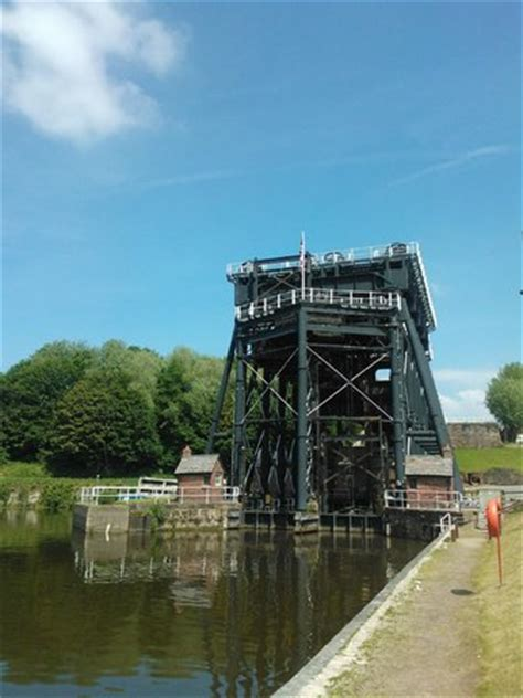 anderton boat lift pictures anderton boat lift picture of anderton boat lift