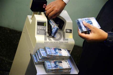 membuka rekening dolar mandiri rupiah anjlok turis asing membanjir republika online