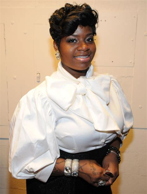 pin fantasia barrino to premiere bittersweet video on vevo june 25 on fantasia barrino is pregnant short hairstyle 2013