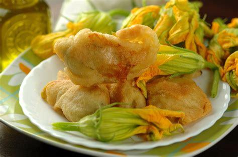 ricette frittelle di fiori di zucca frittelle di fiori di zucca l idea per preparare e