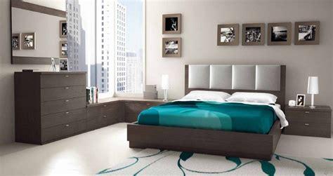 dormitorio en ceniza  gris perla  ropa de cama azul