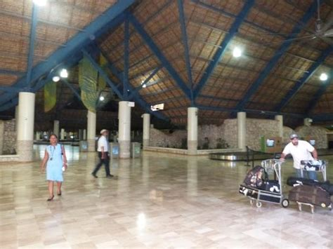 Dominican Airport Transfers Llc Punta Cana Luxury Transfers | aeroporto de punta cana picture of dominican airport