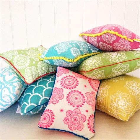Bright Pillows best 25 bright pillows ideas on colorful throw pillows colorful pillows and cheap