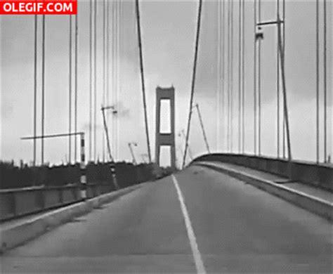 gif animados de desastres naturales gif de fenomenos gif movimiento de un puente durante un terremoto gif 2181