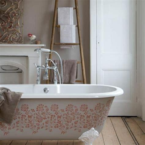 badezimmerwand armatur handtuchleiter holz 35 reizende badezimmer im landhausstil