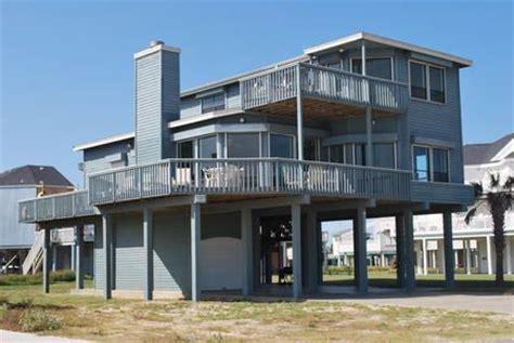 2 Bedroom Rental Galveston Bellatti 4 Bedrooms 3 Baths Sleeps 11 Beachside With