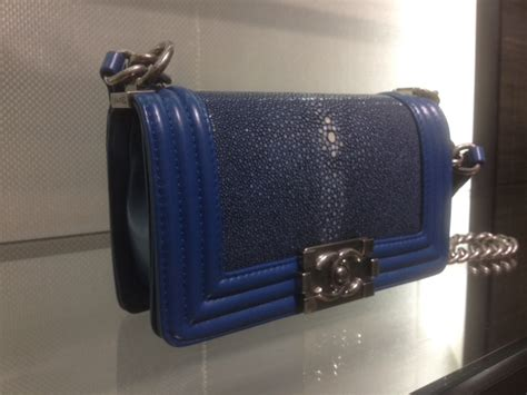Tas Flap Bag 673 07 chanel boy bags for fall 2012 reference guide spotted
