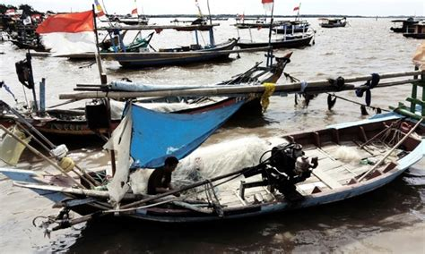 boating accident uk six killed three missing in indonesia boat accident