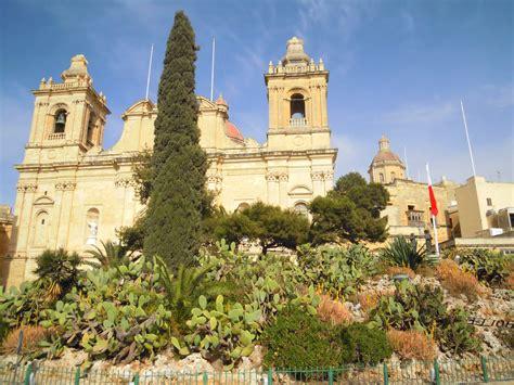 malta turisti per caso vittoriosa la chiesa di san lorenzo viaggi vacanze e