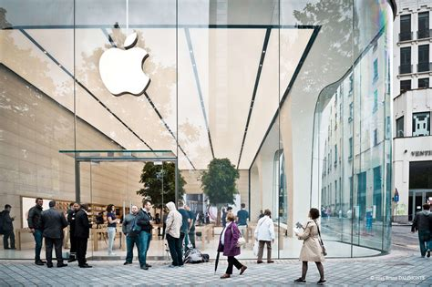 New Shop 2 by Jony Ive S Vision For New Apple Stores Live Trees Cult