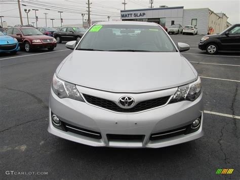 2014 classic silver metallic toyota camry se 117937218