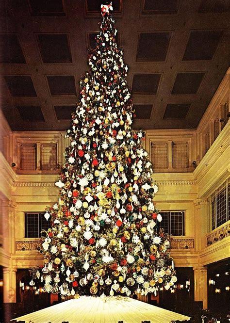 chicagos marshall fields christmas tree huge  magical  real santa