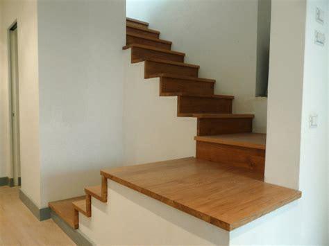 rivestimento in legno per scale copertura scale in legno boiserie in ceramica per bagno