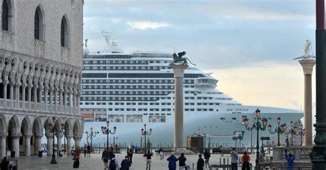 popolare di venezia un referendum popolare boccia le grandi navi a venezia