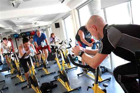 imagenes workout file cycle class at a gym jpg wikimedia commons