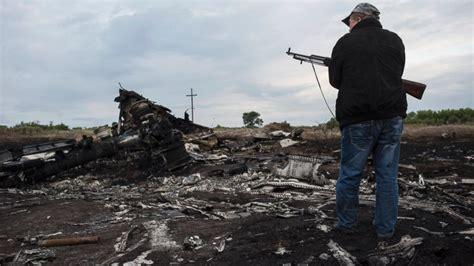 malaysia airlines crash news saturday s top 100 breaking world news headlines