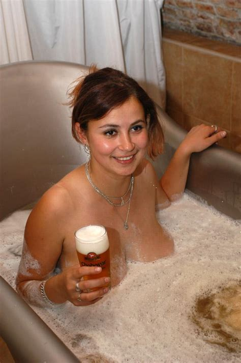 sexy in bathtub hot sexy huge knockers soaked in beer best hot girls pics