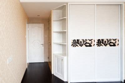 Wandschrank Verkleiden by Schrank Mit Schiebet 252 Ren Richtig Aufbauen