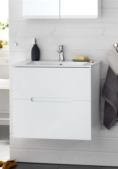 kommod möbel byta vattenkran badrum