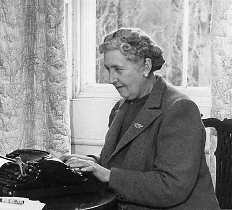 Bundel Agatha Christie 5 Agatha Christie Berkualitas stuck in a book there s nobody quite like agatha
