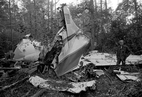 johnny plane crash a 1977 plane crash killed 3 members of the lynyrd skynyrd