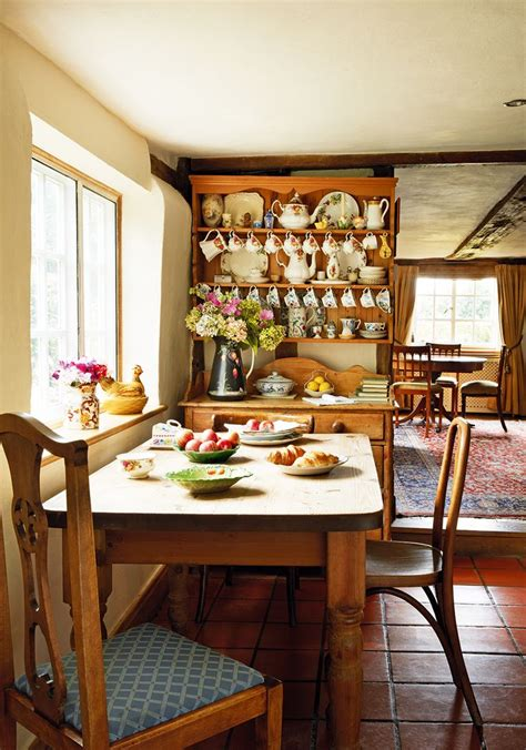 small cottage kitchen table 25 best ideas about cottage kitchens on
