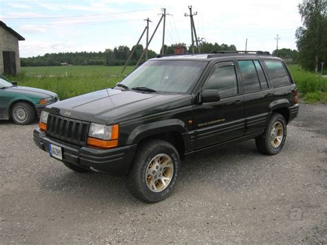 V8 Jeep Grand Jeep Grand Limited 5 2 V8 156kw Auto24 Ee
