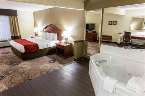 comfort inn southfield michigan jacuzzi suite picture of comfort suites southfield