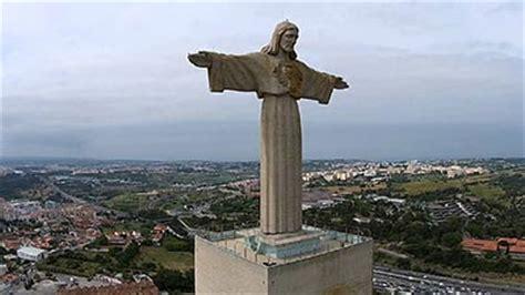 Patung Jesus Kristus Katolik Kristen 10 patung yesus paling terkenal di dunia